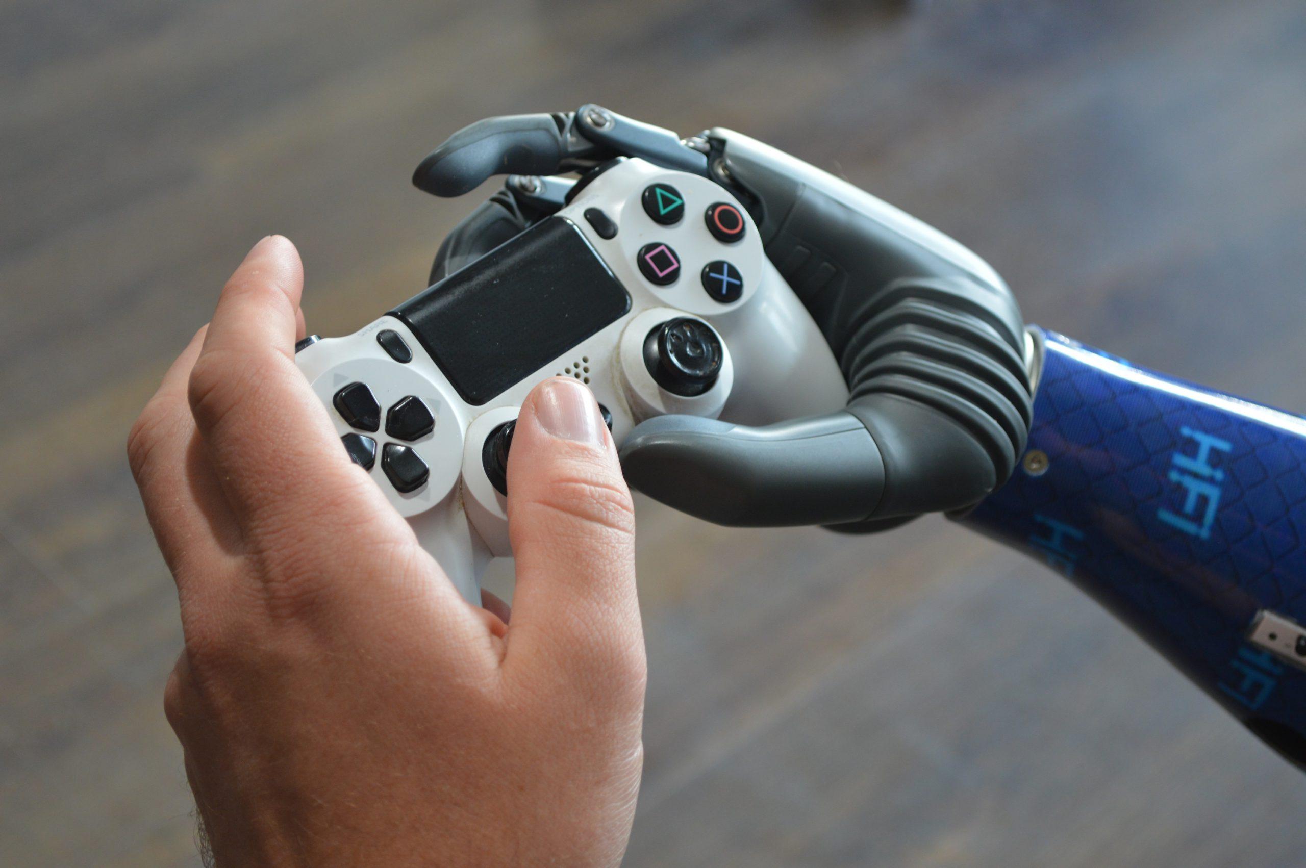 BrainRobotics_prosthetic-hand_gaming